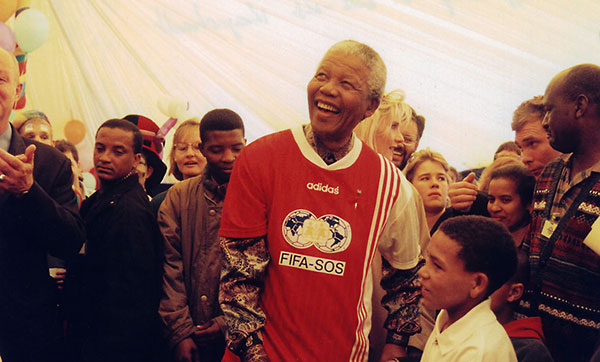nelson mandela role model Nelson mandela was an indigenous south african political leader  only  prepared him for leadership positions, but it also gave mandela a positive role  model.